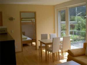 Ferienwohnung St. Anton am Arlberg ✰ Haus Arosa in Pettneu ✰ Moderne Appartements mit Balkon und Garten